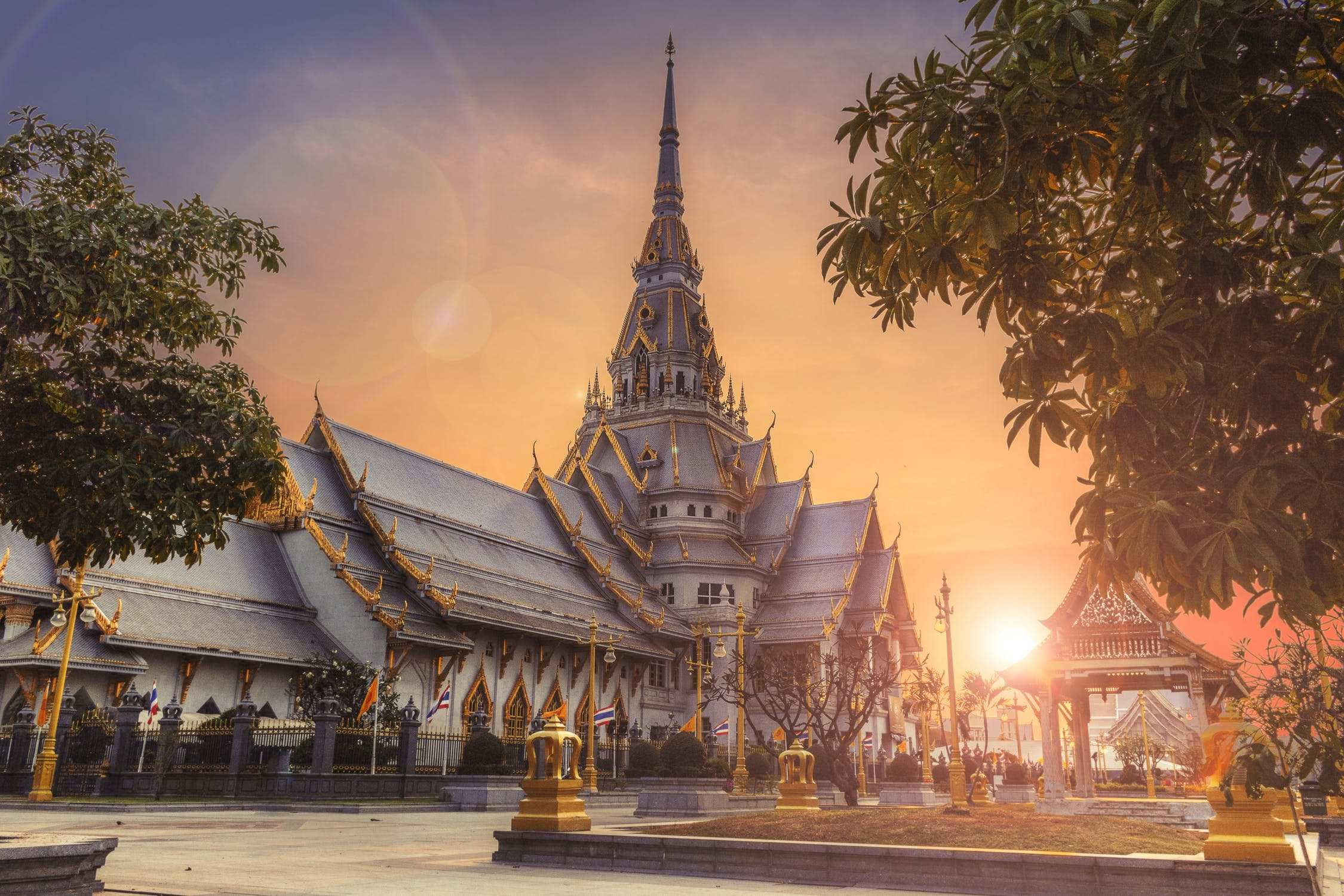 Bringing your dependants to stay in Thailand